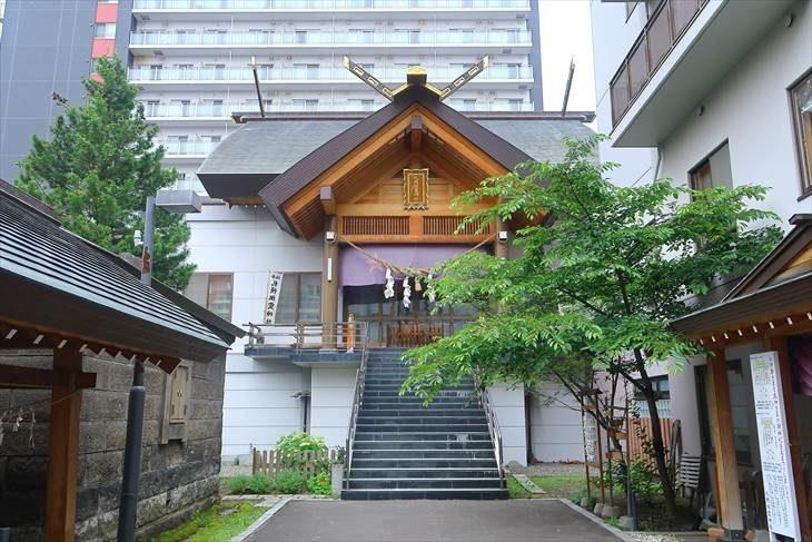 札幌祖霊神社 境内と社殿