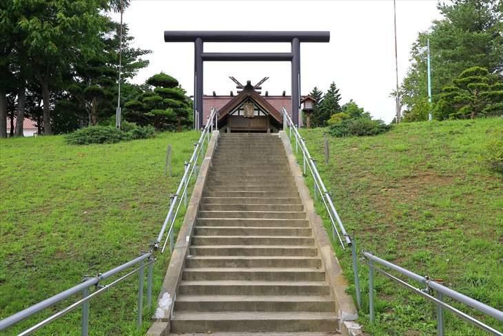 澄丘神社 階段の参道 中央