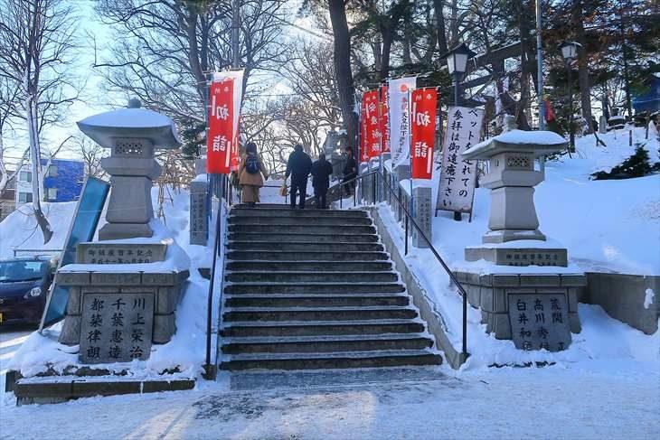 手稲神社 冬の参道の階段