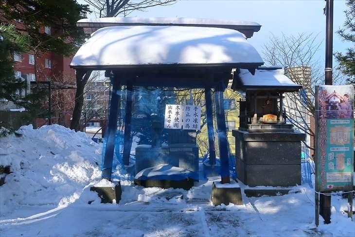 手稲神社 冬の手水舎