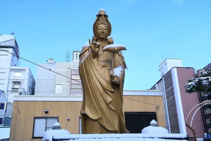 すすきの稲荷大明神(豊川稲荷札幌別院)菩薩像