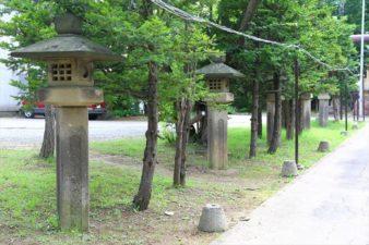月寒神社 参道と石灯籠