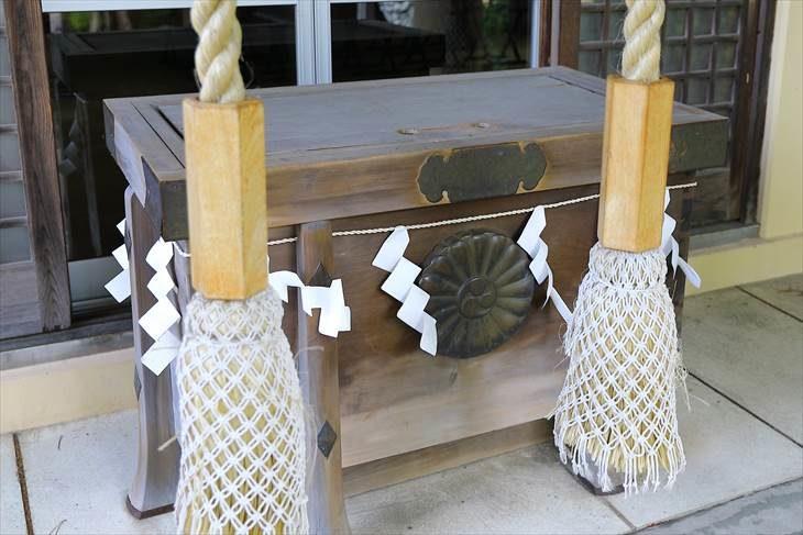 月寒神社の賽銭箱