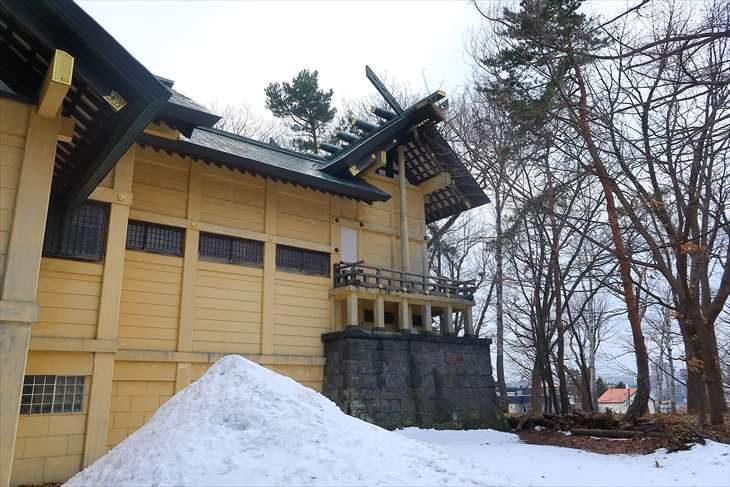 月寒神社 社殿を横から見たところ