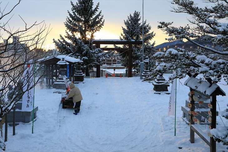 上手稲神社の境内