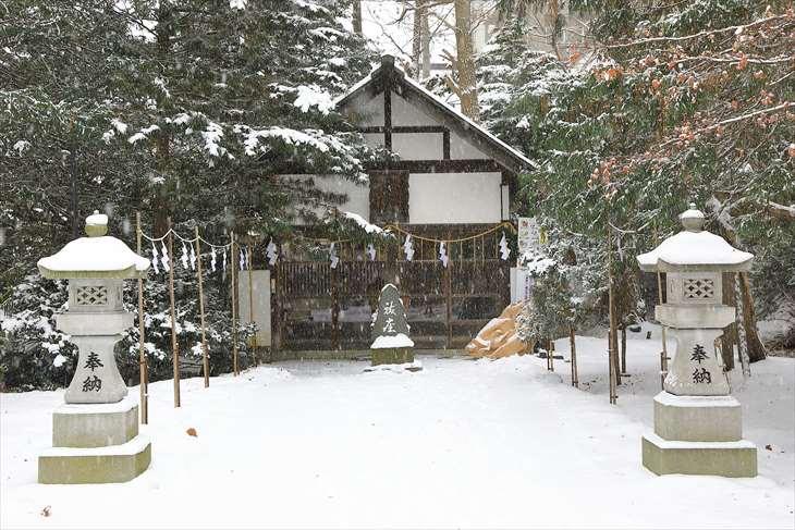 雪降る琴似神社の安全神社