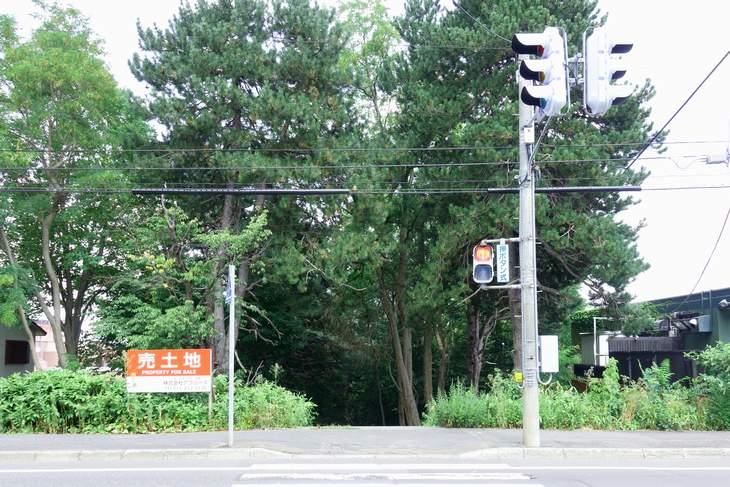 札幌伏見稲荷神社の鳥居前から