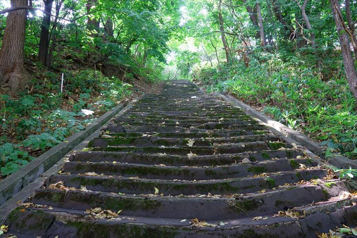 札幌伏見稲荷神社への階段
