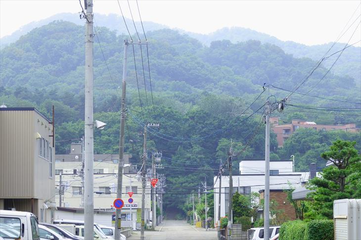 札幌伏見稲荷神社への道