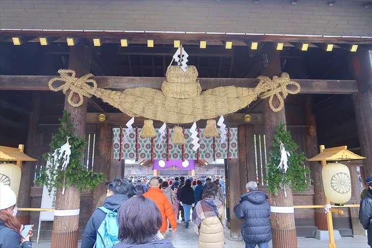 元旦の北海道神宮 神門