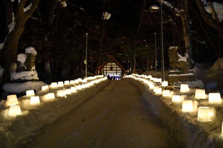 定山渓温泉 雪灯路時の定山渓神社の参道