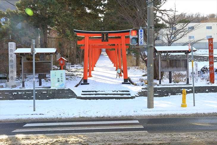 冬の札幌伏見稲荷神社の鳥居