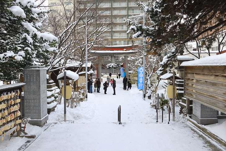 1月3日の弥彦神社の様子