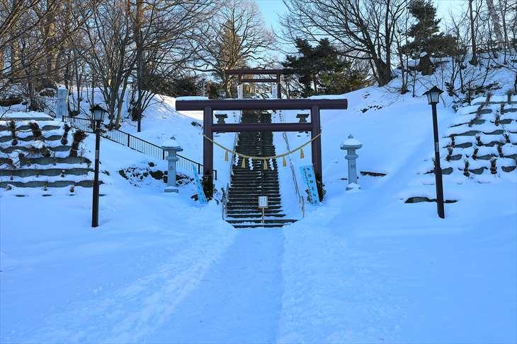 冬の厚別神社 鳥居前