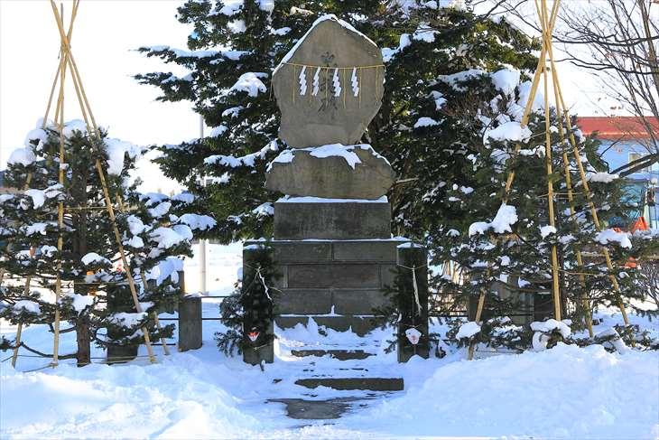 冬の厚別神社 忠魂碑