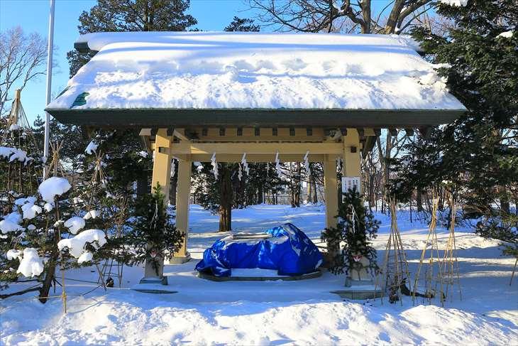冬の厚別神社 手水舎