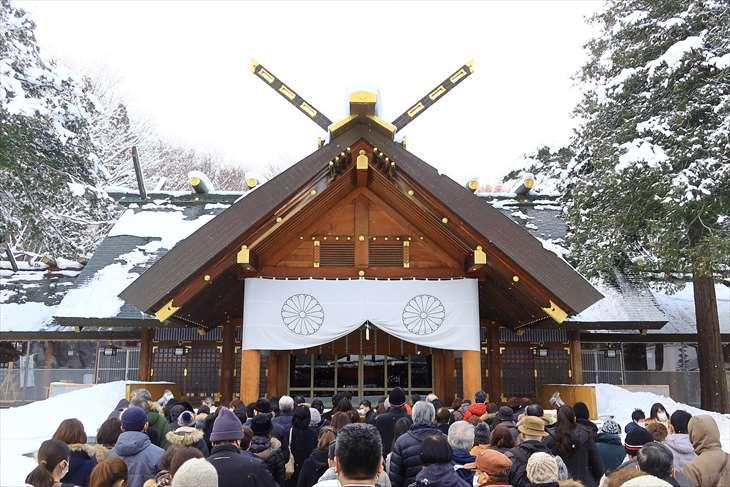 北海道神宮 どんど焼きの日の拝殿前