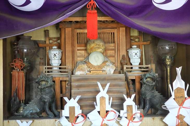 女夫龍神の社殿の中