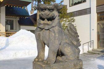 冬の烈々布神社の狛犬様