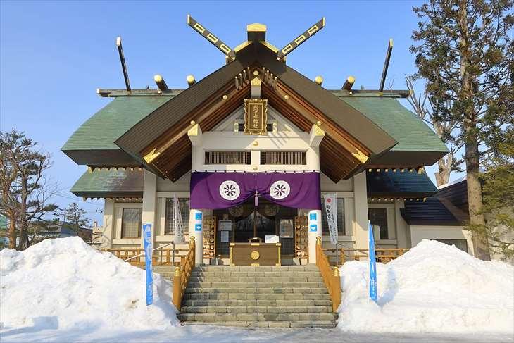 冬の烈々布神社の拝殿