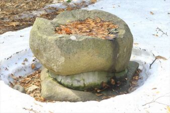 山鼻神社の手水鉢